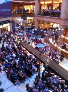 The Crowd Gathers for FNO